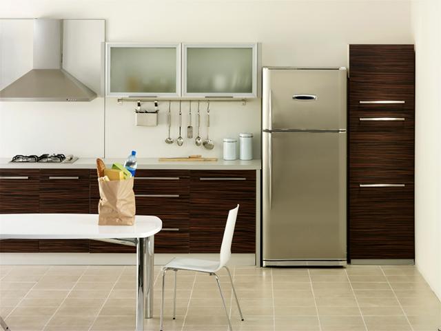 Rostfritt kylskåp i kök